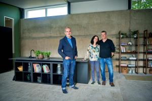 Grand Designs, Hull..Pictured, Kevin McCloud & contributors Richard Bennett & Felicia Bohm..