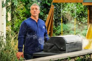 """Clean Country Living"" - Adam recruits Marcy to put Andi\'s snooty sister, Kelly (Jessica St. Clair), in her place when she comes for a visit, on MAN WITH A PLAN, Monday, April 29 (8:30-9:00 PM, ET/PT) on the CBS Television Network.   Pictured Matt LeBlanc as Adam Burns   Photo: Darren Michaels/CBS ÿ¿ÿ©2018 CBS Broadcasting, Inc. All Rights Reserved"