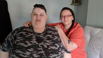 AJ & SJ standing together - 23 years old, 41 stonehut Ins: Britians Fattest People S2 Ch4