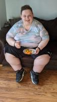 AJ at 29 stone with healthy plate.  Shut Ins: Britians Fattest People S2 Ch4