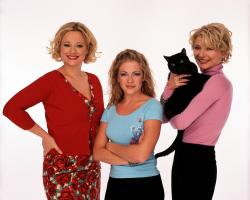 "63941 (9/99)--""SABRINA , THE TEENAGE WITCH"" will air FRIDAYS (9-9:30 p.m.,ET) on the ABC Television Network. Shown L-R: CAROLINE RHEA, MELISSA JOAN HART, BETH BRODERICK. Photo Credit: Bob D'Amico/ABC"
