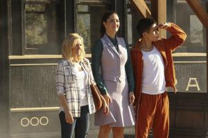 Pictured: (l-r) Kristen Bell as Eleanor Shellstrop, D'Arcy Carden as Janet Della-Denunzio, Manny Jacinto as Jianyu